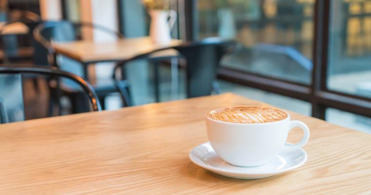 Tại sao quán cafe vắng khách?