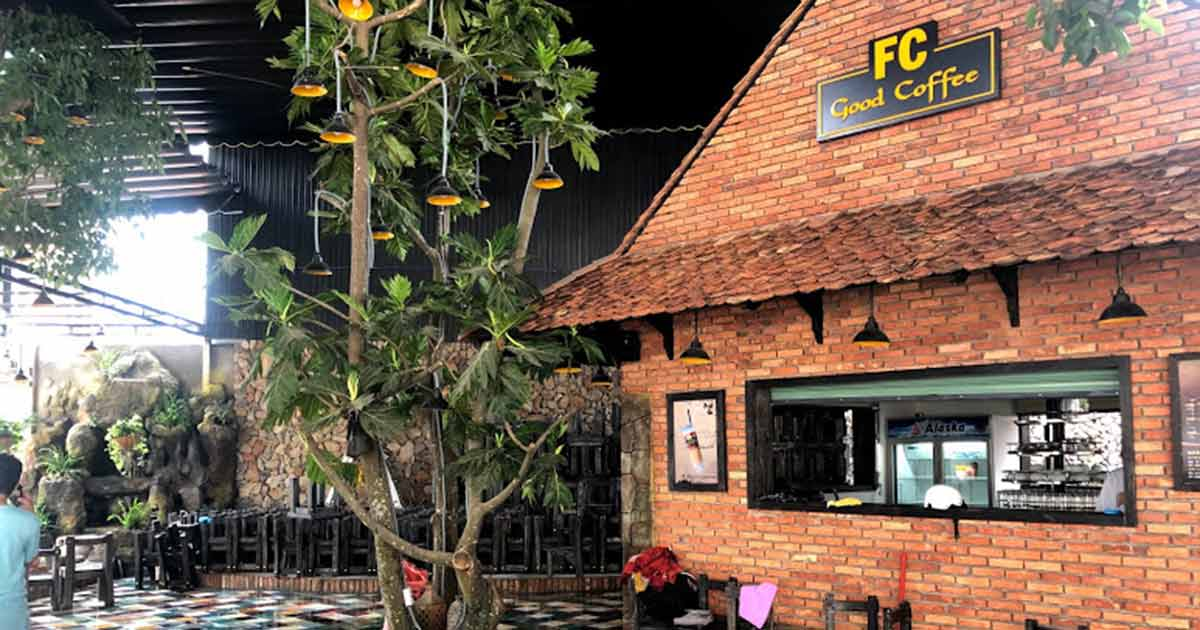 Làm Sao Quán Cafe Nhỏ Cạnh Tranh Với Những Ông Lớn