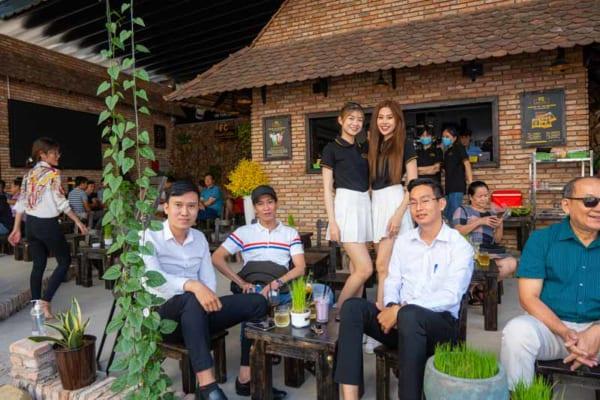 Đào tạo kiến thức về tất cả các vị trí hoạt động trong quán cafe cho nhân viên mới