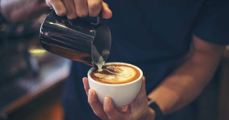Nên kinh doanh quán cafe hay trà sữa?